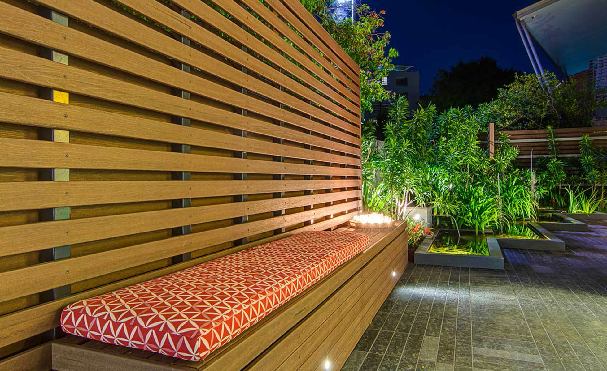fencing-screens-night-view