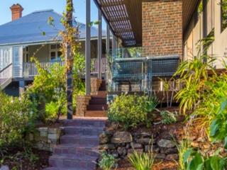 pavers-steps-traditional-Garden-Design