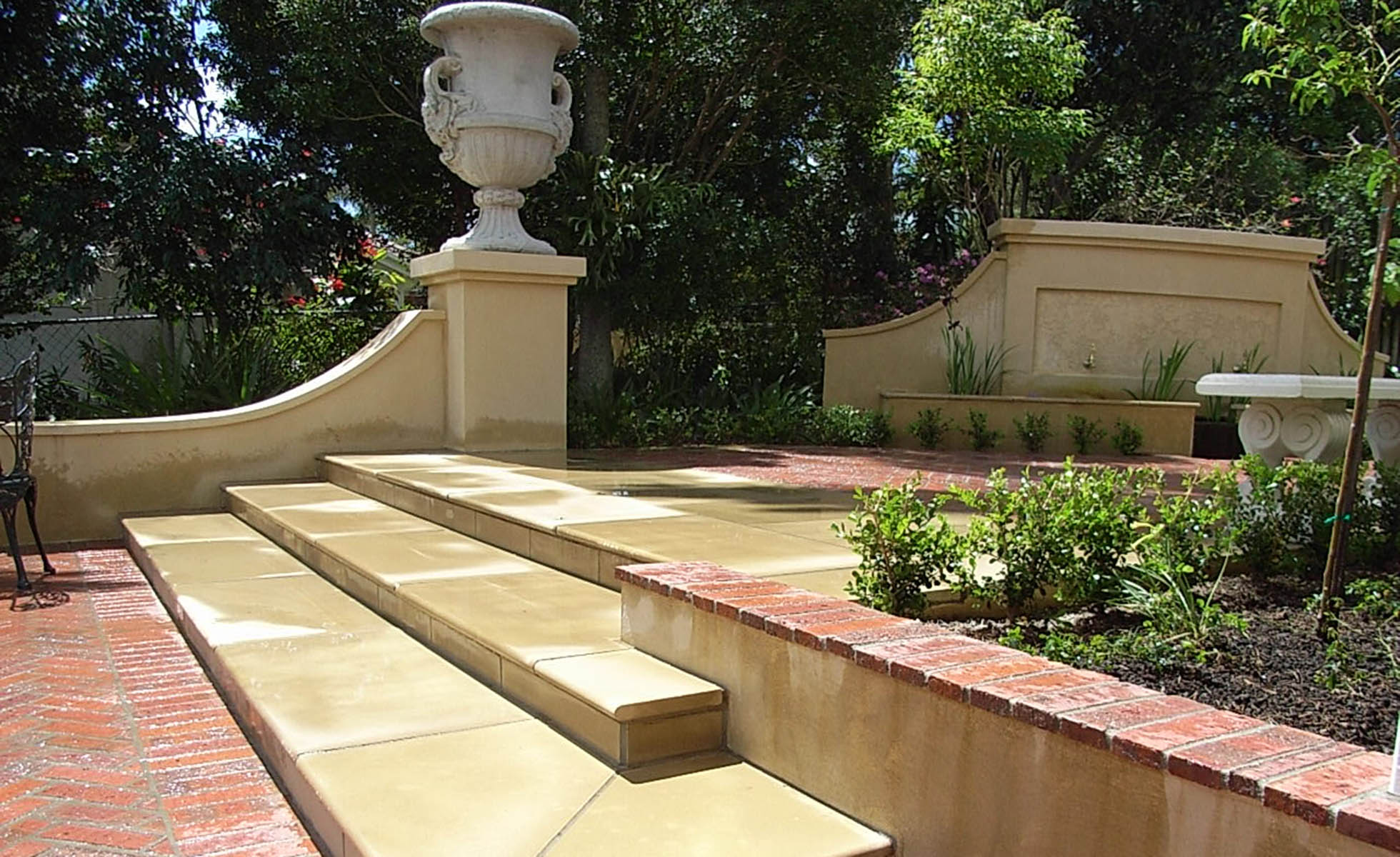 pavers-steps-classic-garden